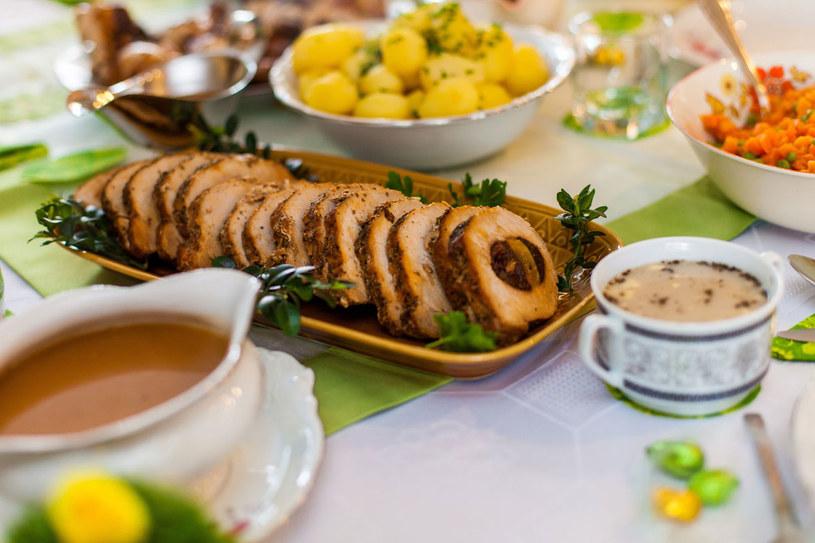 Tradycyjnie na wigilijnym stole powinno znaleźć się dwanaście potraw /123RF/PICSEL