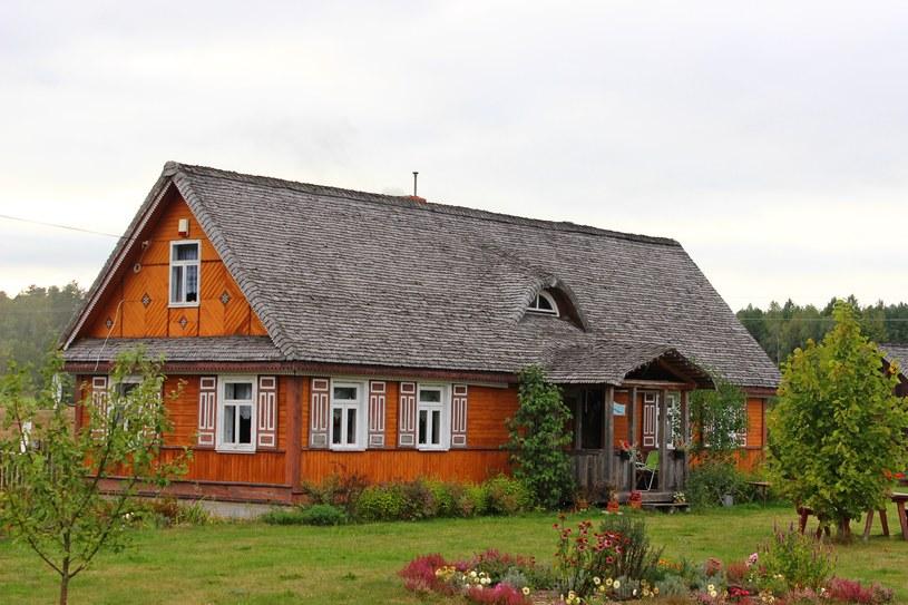 Tradycyjny drewniany dom na Podlasiu /123/RF PICSEL