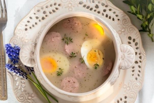 Tradycyjny, wielkanocny żurek to jeden z najbardziej charakterystycznych symboli polskiej kuchni /123RF/PICSEL