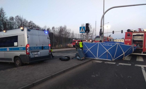 Tragedia na drodze w Gdyni: Auto uderzyło w słup. Zginęło 3 młodych mężczyzn