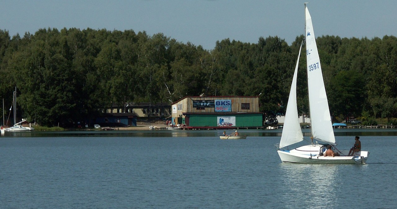 Tragedia na jeziorze Ukiel. Wędkarz dostrzegł dryfujące ciało