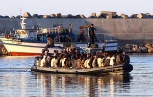 """Tragedia na Morzu Śródziemnym. """"Na pokładzie kutra było 950 osób"""""""