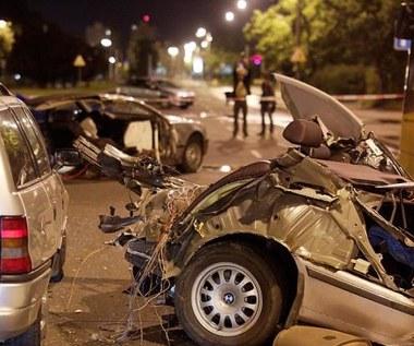 Tragedia w Bydgoszczy. BMW rozpadło się na dwie części