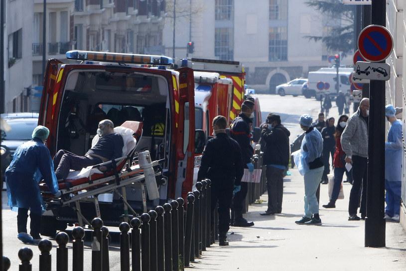 Tragiczne skutki koronawirusa odczuwa także Francja /Mehdi Taamallah/NurPhoto /Getty Images