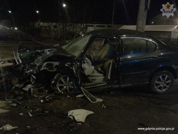 Kierowca seata był poszukiwany przez policję i nie posiadał uprawnień do kierowania. Za spowodowanie wypadku ze skutkiem śmiertelnym grozi kara do 12 lat pozbawienia wolności.