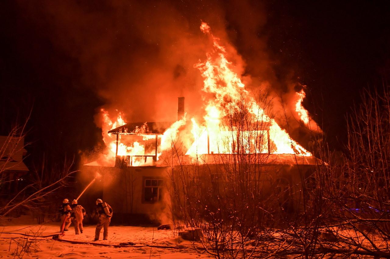 Tragiczny pożar w Jakoban.  Dwóch zginęło