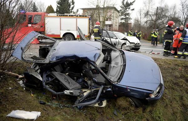 Służby ratownicze na miejscu wypadku na drodze krajowej numer 9 w Boguchwale