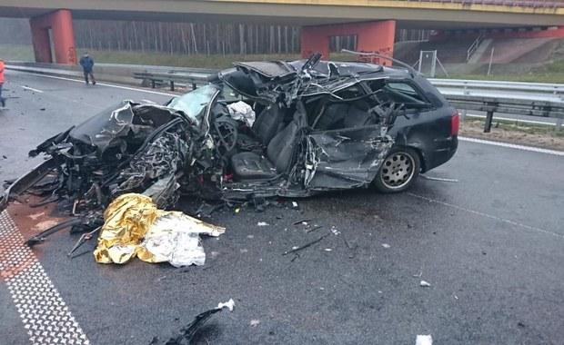Tragiczny wypadek na S3. Auto osobowe zderzyło się z ciężarówką