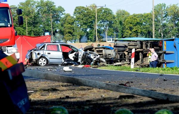 Do wypadku doszło ok. godz. 8.30, na drodze krajowej nr 11, na wysokości miejscowości Bonin