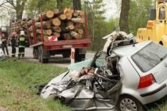 Tragiczny wypadek w Małopolsce. Naczepa tira zmiażdżyła samochody