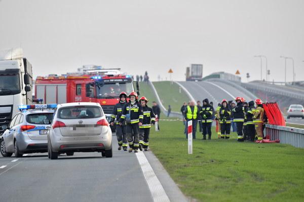 Wypadek miał miejsce na drodze krajowej nr 17 w kierunku Warszawy, w miejscowości Lubice.