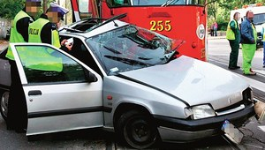 Tramwaj na rondzie i skrzyżowaniu – kto ma pierwszeństwo? Typowe błędy kierowców