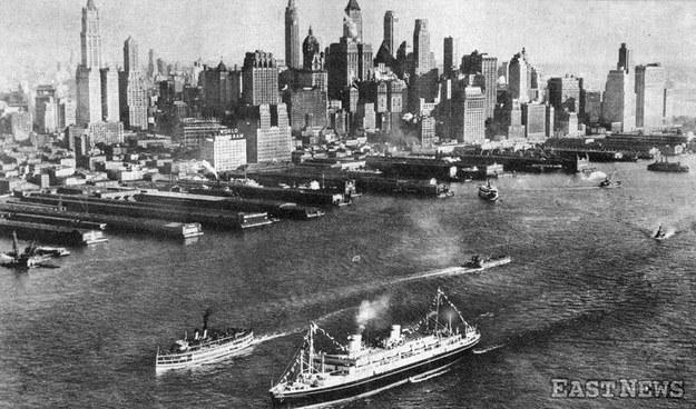 Transatlantyk m/s Piłsudski podczas pierwszego rejsu do Nowego Jorku - rok 1935 /Danuta B. Łomaczewska /East News