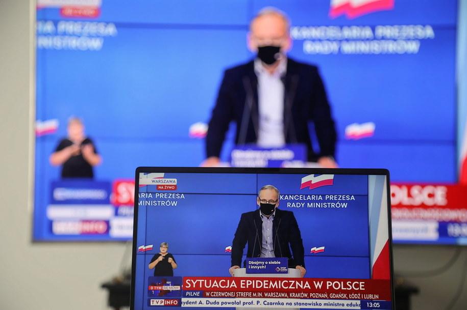 Transmisja konferencji prasowej ministra zdrowia Adama Niedzielskiego z KPRM w Warszawie /Wojciech Olkuśnik /PAP