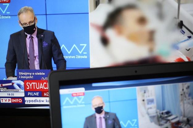 Transmisja konferencji prasowej ministra zdrowia Adama Niedzielskiego / Leszek Szymański    /PAP