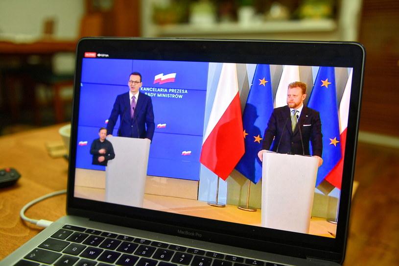 Transmisja konferencji prasowej premiera Mateusza Morawieckiego i ministra zdrowia Łukasza Szumowskiego /Grzegorz Michałowski /PAP