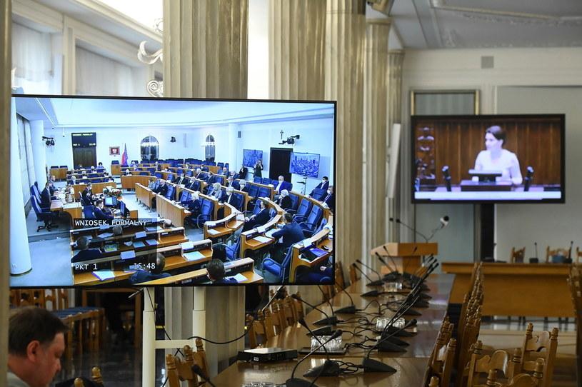 Transmisja obrad Senatu i Sejmu udostępniona mediom w Sali Kolumnowej Sejmu w Warszawie / Radek Pietruszka   /PAP