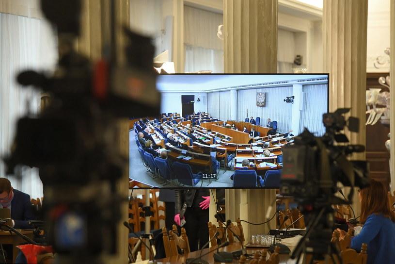 Transmisja obrad Senatu oglądana w Sali Kolumnowej Sejmu w Warszawie / Radek Pietruszka   /PAP