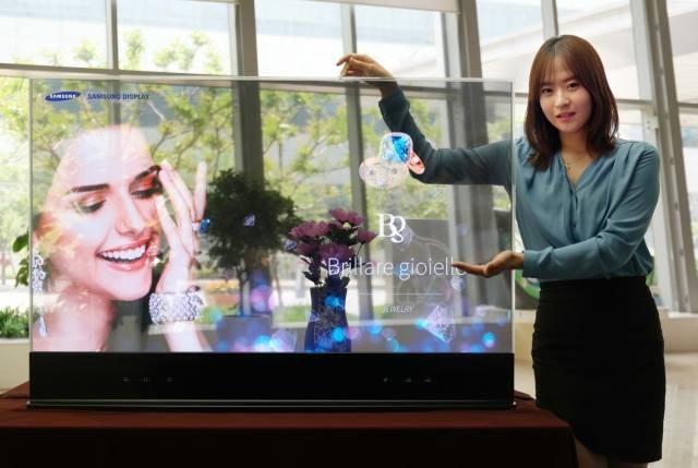 Transparentny ekran OLED /materiały prasowe