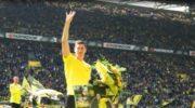 Transparenty, kwiaty, owacje. Dortmund pożegnał Lewego
