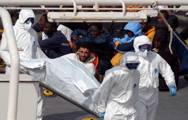 Transport ciał ofiar tragedii /Matthew Mirabelli / AFP /AFP