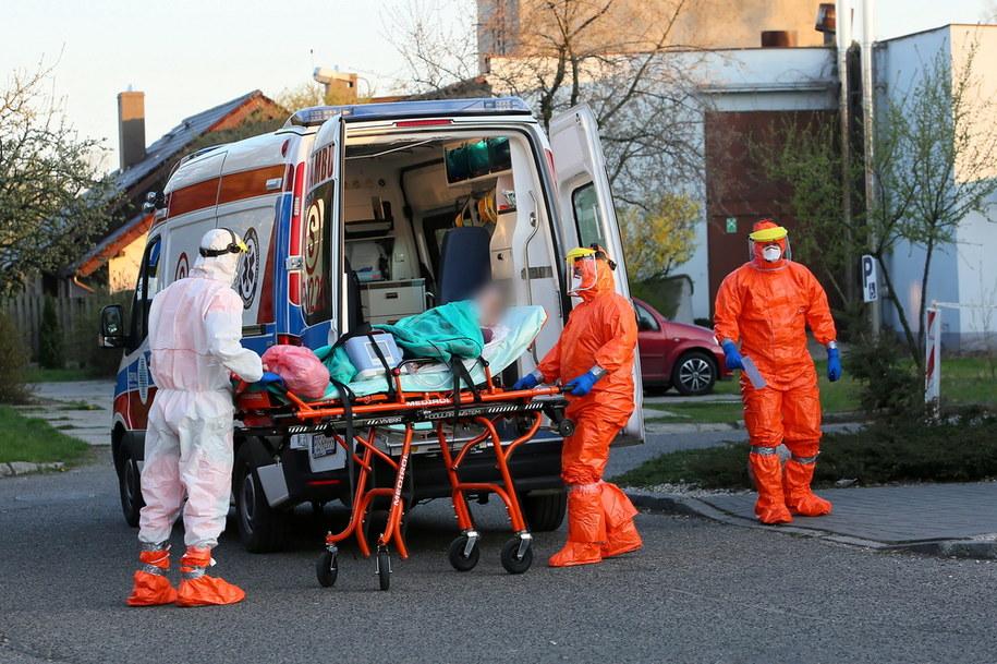 Transport pacjentów zarażonych koronowirusem/ Zdjęcie ilustracyjne /Tomasz Wojtasik /PAP