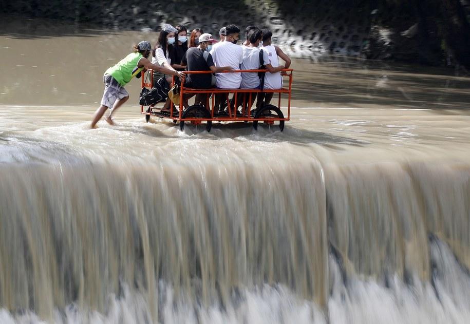 Transport w  Las Pinas /EPA/FRANCIS R. MALASIG /PAP/EPA