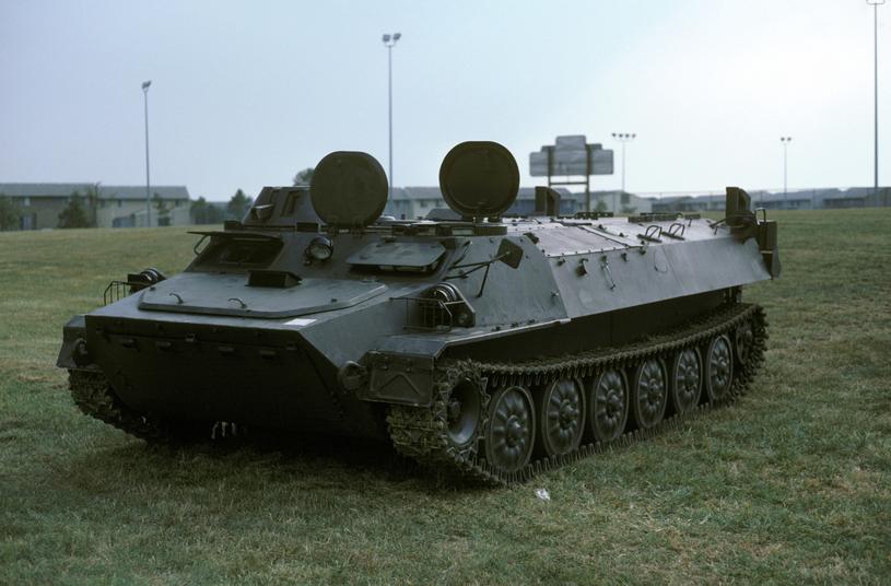 Transportery typu MT-LB został skonstruowany w ZSRR w latach 60. jako ciągnik artyleryjski przeznaczony do holowania armat przeciwpancernych T-12 kalibru 100 mm /US Army /INTERIA.PL/materiały prasowe