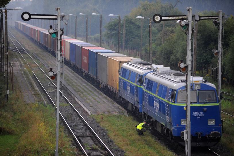 Transportu zatowarowanych kontenerów na trasie Chiny-Europa-Chiny wzrósł dwukrotnie. /Wojciech Stróżyk /Reporter