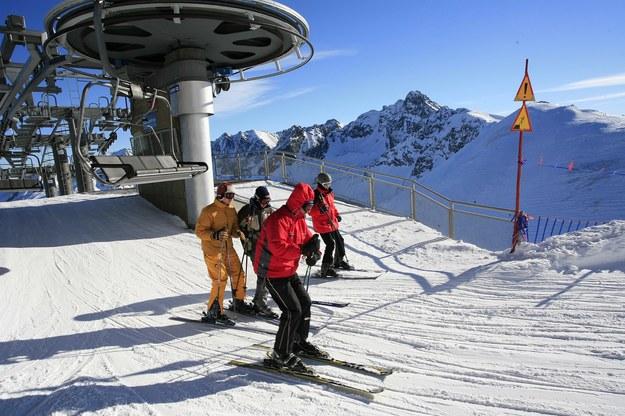 Trasa narciarska w Kotle Gąsienicowym prowadzi ze szczytu Kasprowego Wierchu (1987 m n.p.m) do Hali Gąsienicowej /Grzegorz Momot /PAP