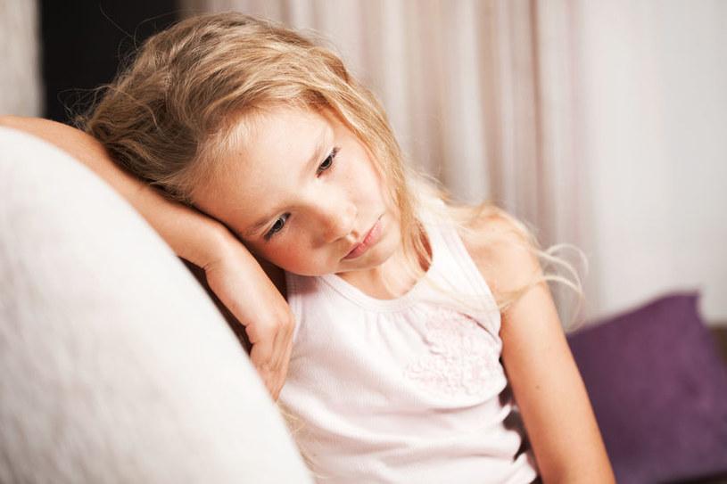 Traumy z okresu dzieciństwa, przeżywane przez całe życie, niosą za sobą ryzyko samobójstw, których z roku na rok przybywa /123RF/PICSEL