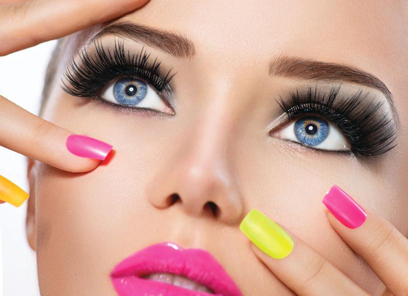 Trendem, który coraz zyskuje coraz większą popularność jest konturowanie twarzy /Picsel /123RF/PICSEL