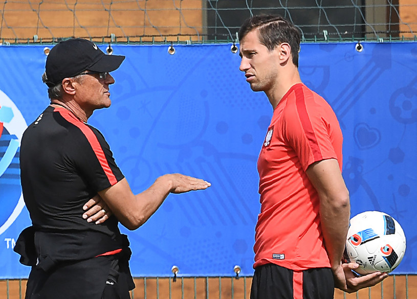 Trener Adam Nawałka (z lewej) i Grzegorz Krychowiak /AFP