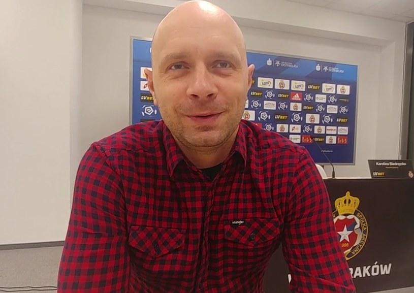 """Trener Artur Skowronek w programie """"Jasna strona Białej Gwiazdy 3"""". /Michał Białoński /INTERIA.PL"""