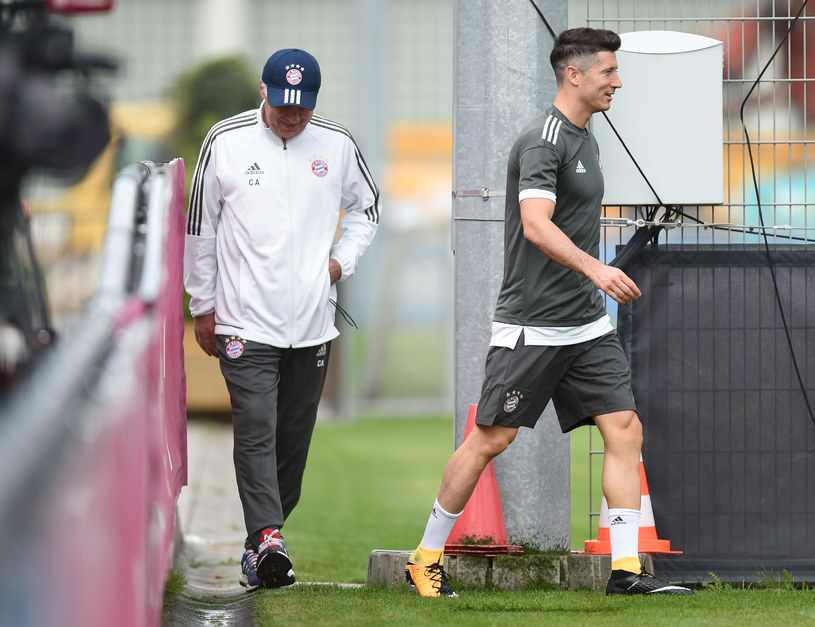 Trener Bayernu Carlo Ancelotti i Robert Lewandowski /AFP