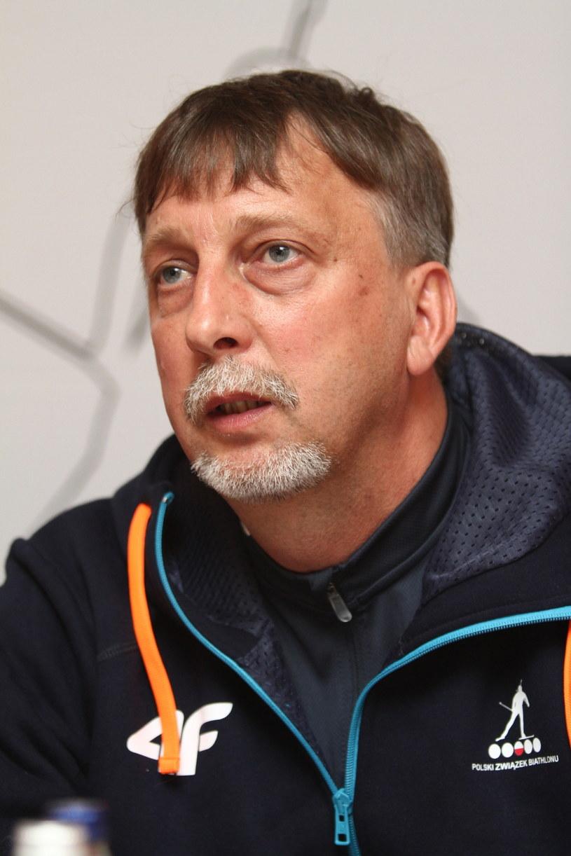 Trener biathlonowej reprezentacji Polski Adam Kołodziejczyk /fot. Jacek Bednarczyk /PAP