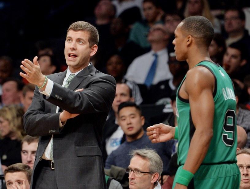 Trener Boston Celtics Brad Stevens (z lewej) /AFP