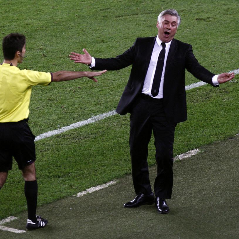 Trener Carlo Ancelotti podczas meczu Barcelony z Realem /AFP