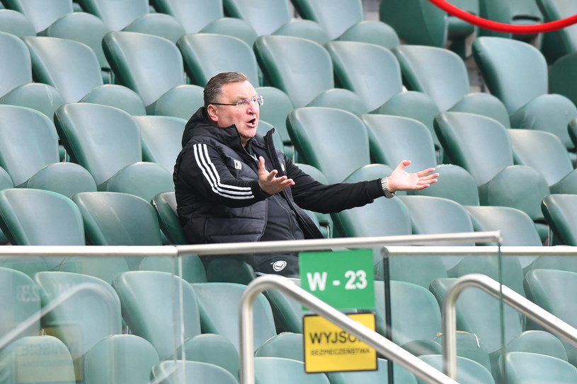 Trener Czesław Michniewicz został wysłany na trybuny /Newspix