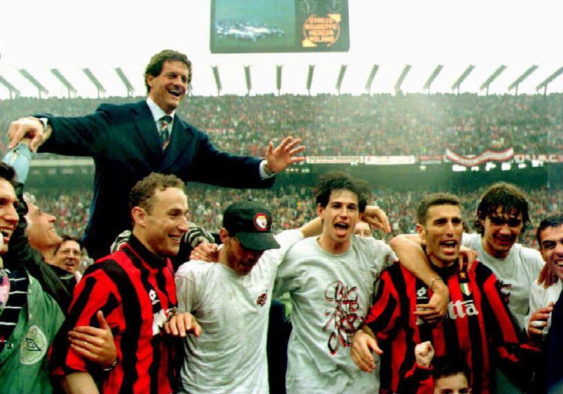 Trener Fabio Capello i jego wielki Milan z 1994 roku. W czapeczce Zvonimir Boban /AFP
