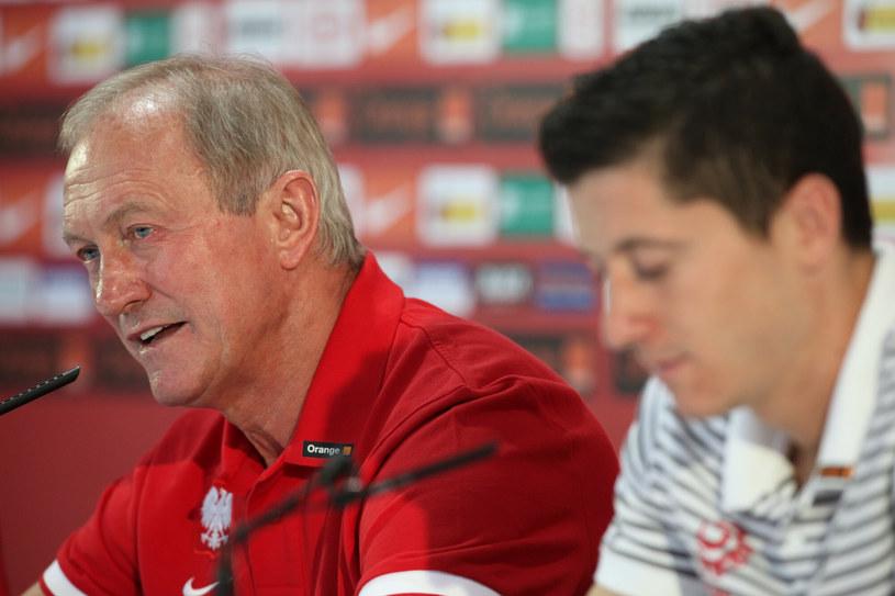 Trener Franciszek Smuda oraz Robert Lewandowski /Tomasz Radzik /East News