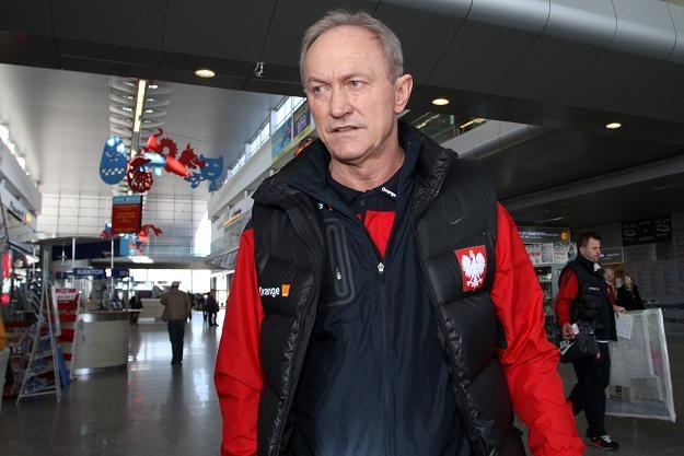 Trener Franciszek Smuda przed wylotem do Kowna. Fot. Adam Ciereszko. /PAP