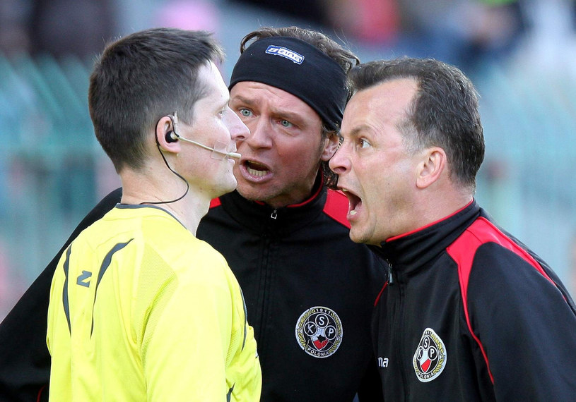 Trener Jacek Grembocki (z prawej) /Mariusz Grzelak /East News
