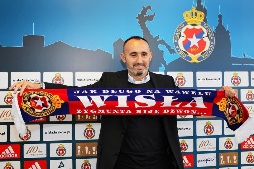 Trener Kiko Ramirez dobrze rozpoczął pracę w Wiśle. Po sześciu meczach na koncie ma dwie porażki i cztery zwycięstwa /Fot. Mateusz Skwarczek /