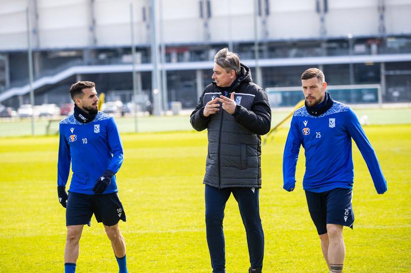 Trener Lecha Poznań Maciej Skorża oraz piłkarze Pedro Tiba i Dani Ramirez /PRZEMYSLAW SZYSZKA / CYFRASPORT / NEWSPIX.PL /Newspix