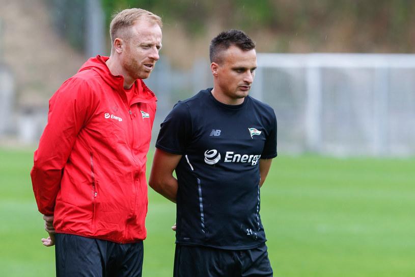 Trener Lechii Gdańsk Piotr Stokowiec (z lewej) i Sławomir Peszko /GRZEGORZ RADTKE /Newspix