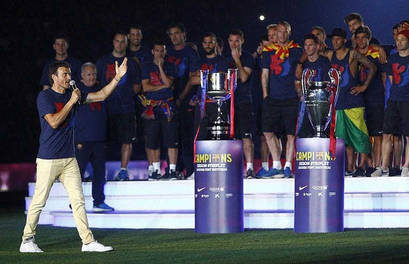 Trener Luis Enrique i piłkarze FC Barcelona /AFP