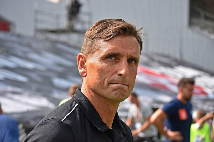 Trener Marcin Brosz będzie przyglądał się testowanemu piłkarzowi /Daniel Bodzenta /East News