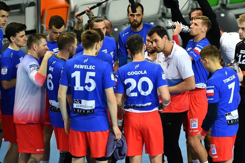 Trener Marcin Lijewski z zawodnikami Górnika Zabrze podczas meczu z Zagłębiem Lubin / Maciej Kulczyński    /PAP