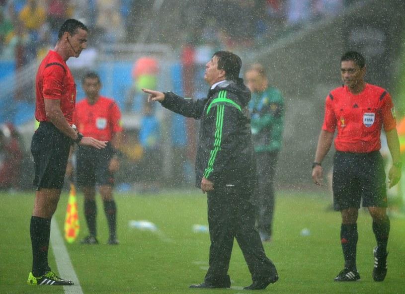 Trener Meksyku Miguel Herrera (z prawej) miał uzasadnione pretensje do sędziego Wilmara Roldana /AFP